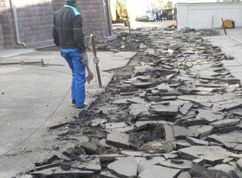 Демонтаж бетонных дорожек