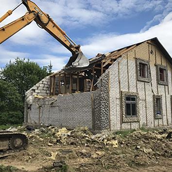 Демонтаж дома на участке