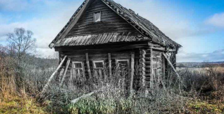Демонтаж старого бревенчатого дома