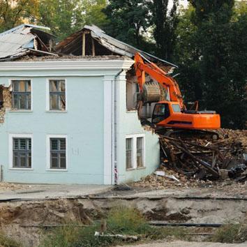 Демонтаж дома с вывозом
